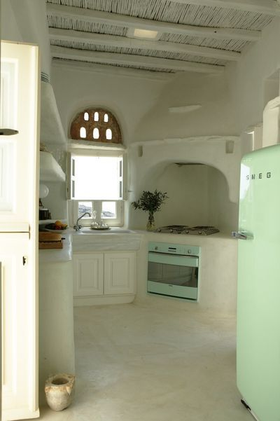 Greek architecture - White kitchens always make me want a cocktail.