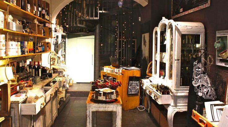 ¡Disfruta de las especialidades y productos artesanos a la venta que tienen en Art i Sa!  Gaudeix de les especialitats i productes artesans a la venda que tenen en Art i Sa!   + info: http://www.bcn.info/es/barri-gotic/donde-comer/restaurantes/art-i-sa-barcelona/   #establecimientorecomendado