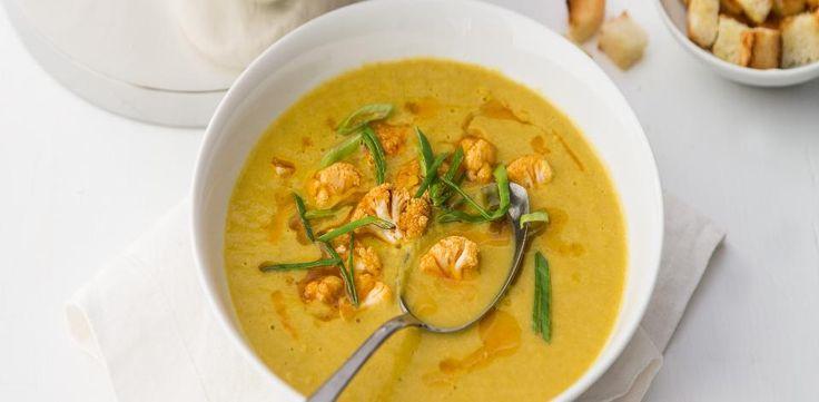 Recepty: Polévka z pečeného květáku, pórku a mrkve
