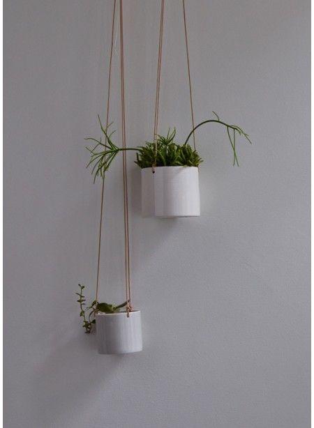 pots de fleurs suspendus. Thecollection.fr