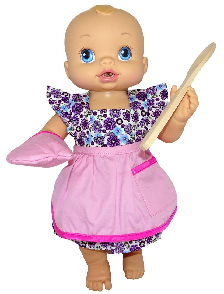 Does you doll love to cook?  Well, now she can join you in the kitchen too with this pretty pink apron, oven glove and wooden spoon set.  Apron fastens at the back with a Velcro tab.    Not suitable for Cabbage Patch dolls as the hands are too big for the glove.