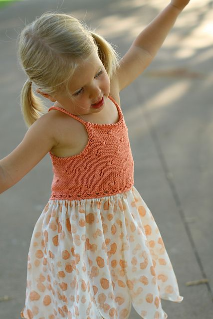 This is so cute!  Ravelry: Flitter pattern by Erika Neitzke