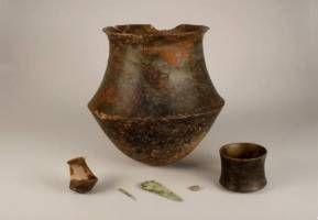 Cutrua del El Argar. II Milenio a.c. Tumba 9 de Los Cipreses con ajuar perteneciente a la segundacategoría social femenina