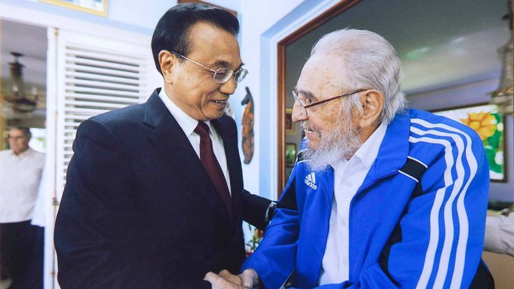 Chinese Premier Li Keqiang visited Cuban revolutionary leader Fidel Castro on Sunday local time and the two exchanged views on bilateral ties, world peace, regional hotspot issues, food security and a wide range of other issues of common concern.  Li first conveyed the cordial greetings and good wishes from President Xi Jinping, other Chinese leaders and the Chinese people to Castro and extended congratulations to Castro for his 90th birthday.