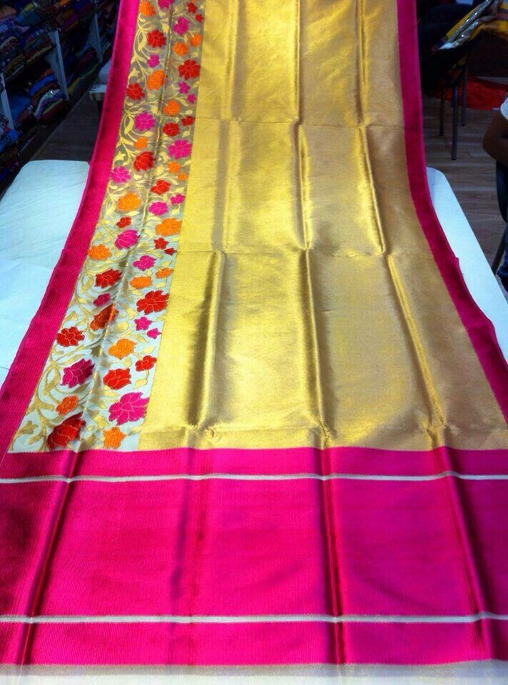 Saree is glowing with golden yellow and Rose combination!!! :)