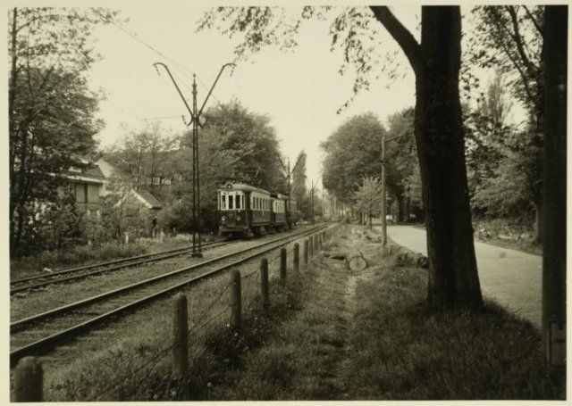 Beynes tram in Aerdenhout op weg naar Zandvoort 31-8-1957