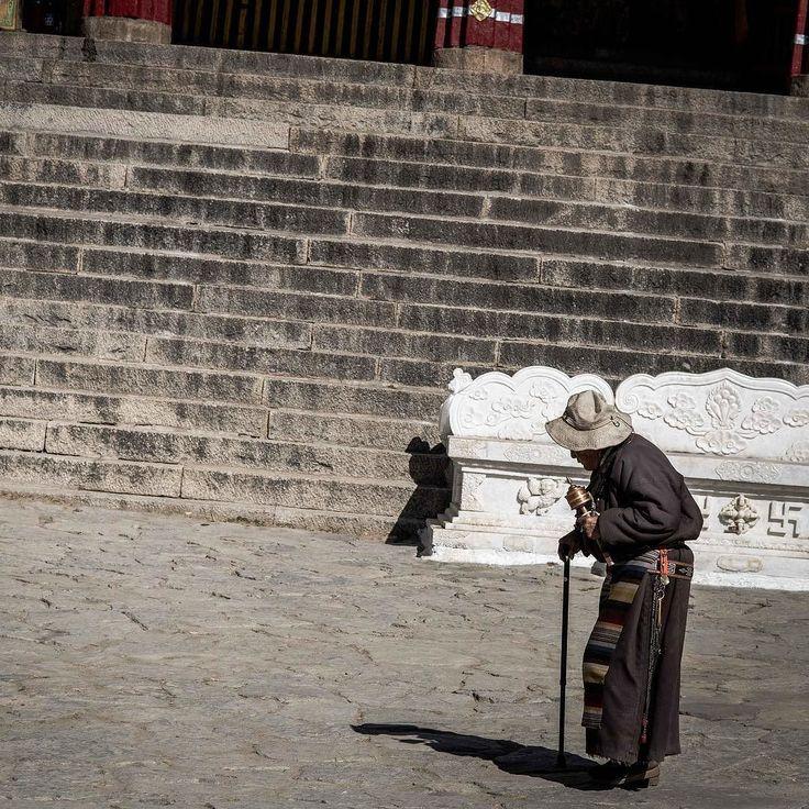 Old woman walking around at the Drepung Monastry in Lhasa Tibet. ____ #Tibet #monastry #openmyworld #inspiremyinstagram #awesomepix #momentslikethese #imagelogger #theartofslowliving #feelinggood #neverstopexploring #wanderlust #adventure #traveling #reizen #bucketlist #instatravel #travelgram #ilovetravel #traveladdict #travelguy #letsgoeverywhere #photooftheday #nikon #travelphoto