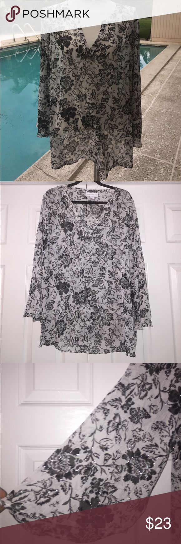 "Susan Graver TUNIC size 2x coverup or blouse Susan Graver TUNIC size 2x coverup or blouse ... excellent condition ... perfect for pool, beach or cruise... black, white and silver floral.... splits-neck with 6"" slurs up the sides. Gorgeous.... from smoke-free home. Loose and flowy... bell sleeves. Susan Graver Tops Tunics"