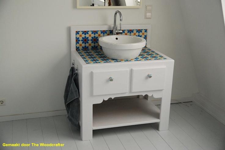 Wastafel met azule 6 tegels bathroom pinterest van and met - Muur hutch ...