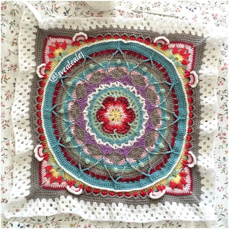 Time to pay one of my many wips some attention. / Det började som ett kuddfodral men är nu på väg att bli en filt.  #virka #sophiesgarden #scrapyarn #crochetblanket #diy #hekle #haken #häkeln #instacrochet by svealealej