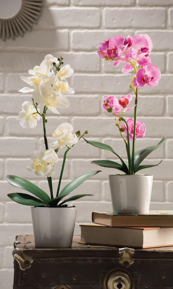Orquídea artificial como decoración en interiores. Decoración para casa y oficina.