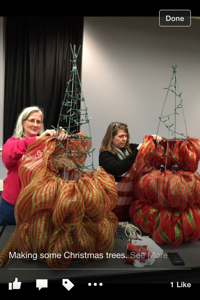 Christmas trees using mesh & chenille stems  - original link leads to a defunct website,  this video was close but vertical - looks like these ladies go in a zig-zag motion ↗︎⤵︎⤴︎⤵︎⤴︎⤵︎ each ring level :) #mesh #pipecleaners #Christmas