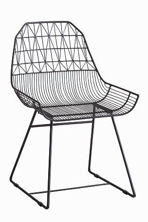 Puutarhatuolit maalattua metallia. Korkeus 85 cm, leveys 56 cm, syvyys 63 cm. Toimitetaan kasaamattomina.<br><br>Vinkki! Yhdist� tuoleihin Elloksen istuintyynyt, koko 40x40 cm. <br><br>