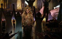 Американская R'n'B певица Beyoncé анонсировала появление коллекционного бокс-сета стоимостью 300 долларов, в который войдёт впервые выпущенный на винили альбом 2016 года «Lemonade». В бокс-сет под названием «How To Make Lemonade» войдёт не только альбом на виниле «лимонного цвета