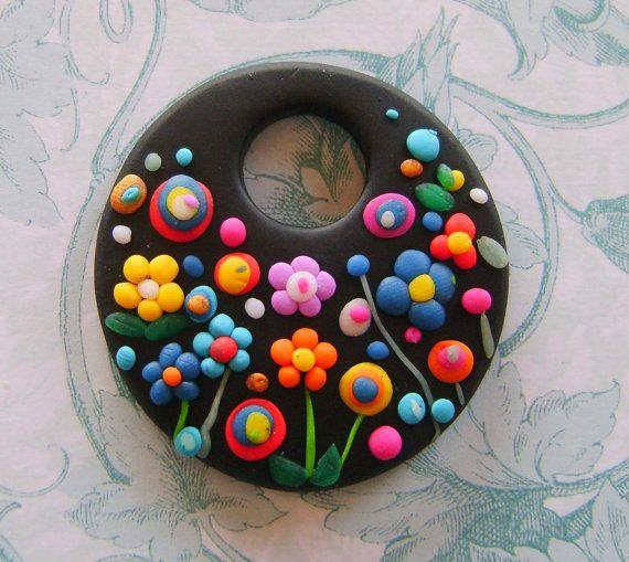 Médaillon en pâte polymère, fleurs colorées sur fond noir / Fimo Polymer Clay Necklace Medallion - flowers in the night garden via Etsy