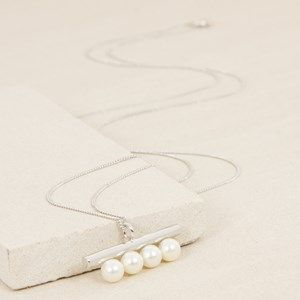 4 Pearls Metal Rod Pendant Long Necklace