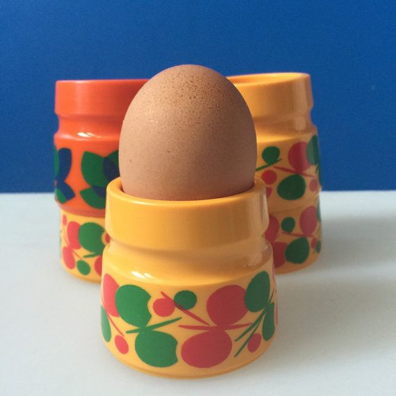 Midcentury Plastic Egg Cups set of five by houseofceleste on Etsy. Made by Emsa in West Germany in the 1970s - 5 cups for £12 available on House of Celeste Etsy
