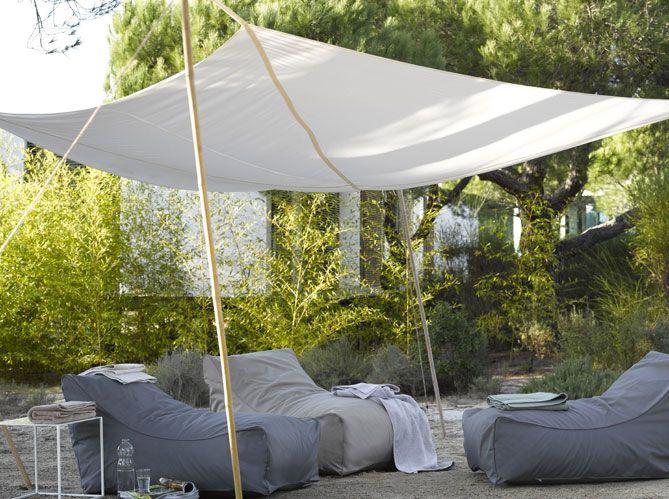 La tendance : le voile d'ombrage http://www.maison-deco.com/jardin/deco-jardin/Parasols-pergolas-stores-trouvez-l-ombrage-ideal-pour-votre-jardin/La-tendance-le-voile-d-ombrage