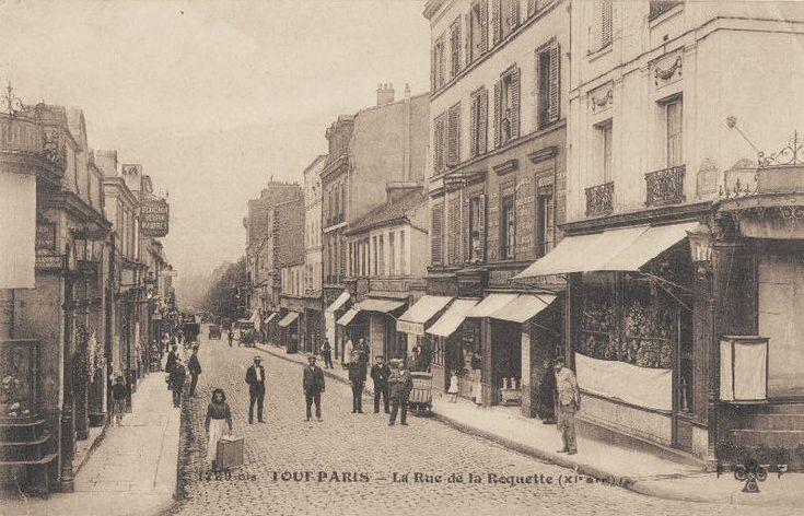 La rue de la Roquette vue depuis le boulevard de Ménilmontant, vers 1900.