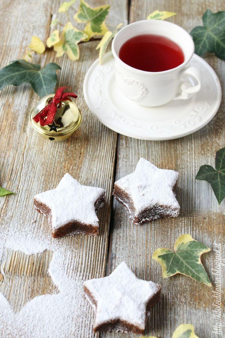 I dolci al cioccolato sono sempre i più buoni, oggi anticipiamo un po' il Natale portando in tavola qualche stellina ...     Ingredienti pe...
