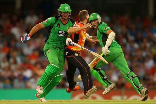 John Hastings of the Stars collides with Andrew Tye of the Scorchers while taking a run during the Big Bash League Semi Final match between the Perth Scorchers and the Melbourne Stars at WACA on January 25, 2015 in Perth, Australia. (January 24, 2015 - Source: Paul Kane/Getty Images AsiaPac)