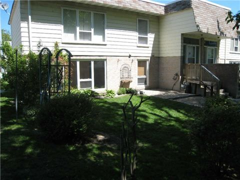 E3209701, 540 Mary St, Whitby, Condo Condo Townhouse for sale in Downtown Whitby, ON. View this property's information, photos, map and local neighbourhood data.