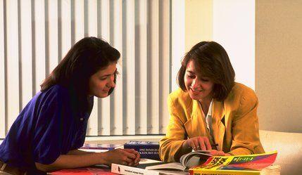 Corso di ORIENTAMENTO SCOLASTICO E PROFESSIONALE   Il corso in TECNICHE DI ORIENTAMENTO SCOLASTICO E PROFESSIONALE fornisce le tecniche e le metodologie necessarie per organizzare e gestire gli interventi di orientamento rivolti a studenti che necessitano di un sostegno nella scelta del percorso di studi o ad adulti in cerca di occupazione o ricollocazione.  Il corso, strutturato in 8 lezioni di 3 ore ciascuna, si terrà a Bari presso la scuola Koro Studio (via G. Capruzzi 240, a
