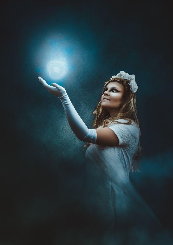 White witch by Andy Fialova