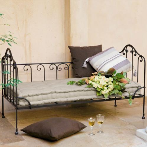 banquette 2 places en coton et fer forg capucine banquettes. Black Bedroom Furniture Sets. Home Design Ideas