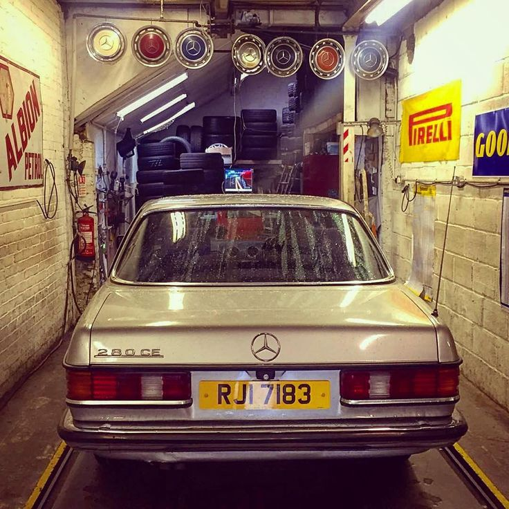 #mercedes #mb #mercy #mbclassic #mbenz #w123 #c123 #200d #240d #300d #e200 #e250 #e280 #w123club #club #cars #classic #classiccars #soloparking #germancars #diesel #coupe #sedan #wagon #estate #clubmates #caroftheday #carsogram #photooftheday Photo by @andrewgresswell