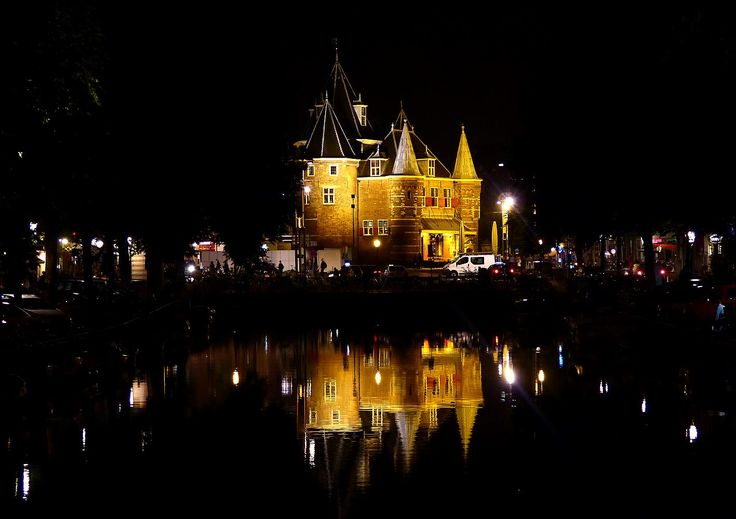 De Waag op de Nieuwmarkt... in Amsterdam...