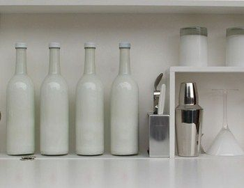 Πως μπορεί να αποδοθεί η έννοια μπαρ και κοκτέιλ σε design concept. To Emergency Cocktail Station μοιάζει να είναι μία από τις χιλιάδες απαντήσεις. Ο σχεδιαστής μάλλον σκέφθηκε ότι η ανάγκη για ένα ποτό πολλές