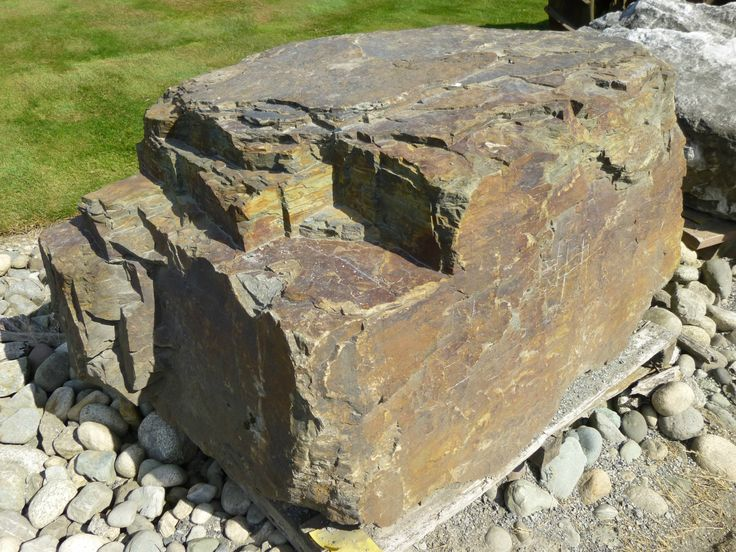 Iron-Mt-boulder.jpg 2,816×2,112 pixels