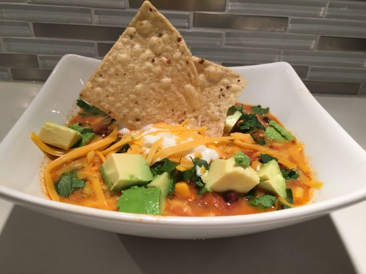 Easy and healthy Chicken Tortilla Soup! Great meal to have on those cold winter days! #healthy #cleaneating #chicken #yummy