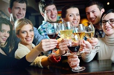 Feiern mit Kollegen: Was trinken mit wem?