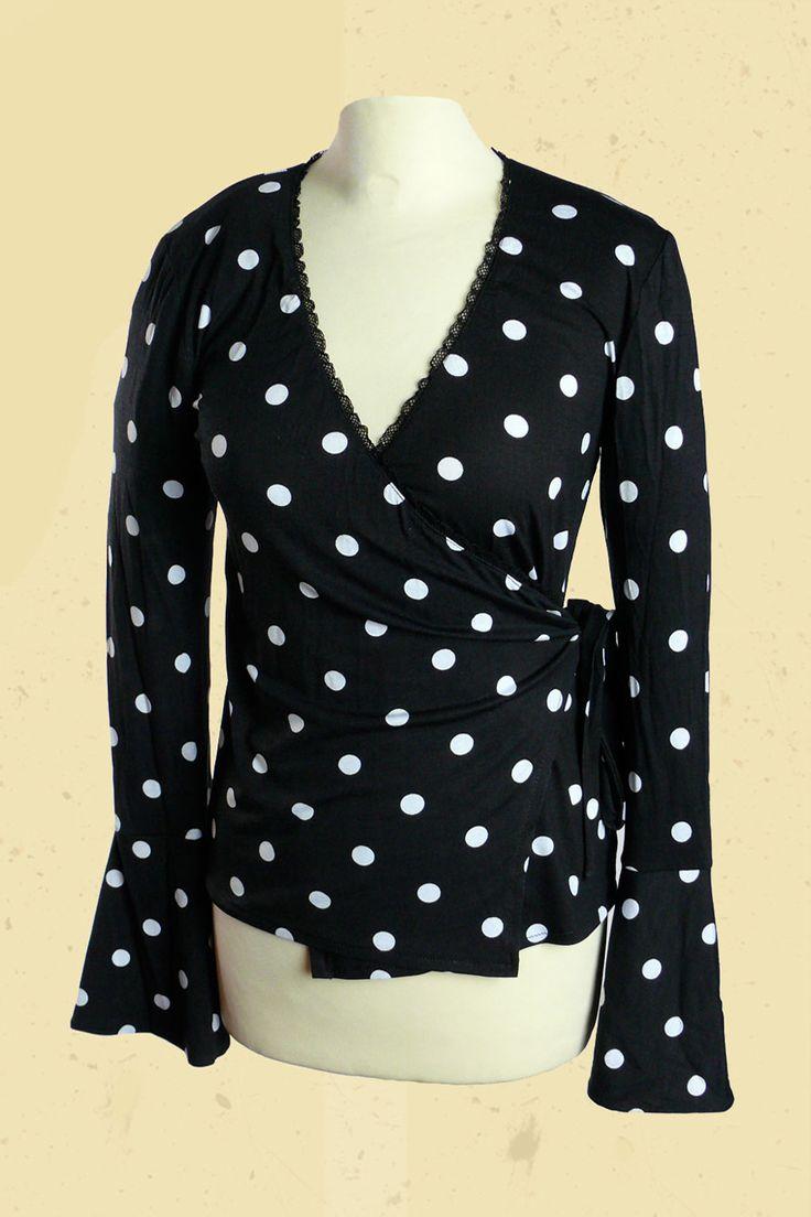 http://www.talulabelle.nl/dames-kleding/wikkelvest/zwart-wikkelvest-met-grote-witte-stippen