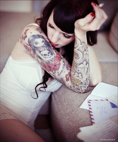 die besten 25 m dchen h lsen t towierungen ideen auf pinterest rosen sleeve tattoo 3 4. Black Bedroom Furniture Sets. Home Design Ideas