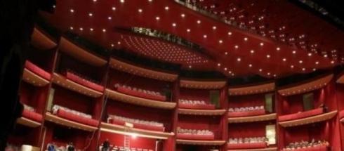 """Reconditionarea Teatrului National """"I.L.Caragiale"""" mai dureaza."""