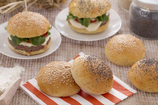 Burger buns è il nome dei morbidi e dolci panini che vengono usati per preparare gli hamburger in tutto il mondo.
