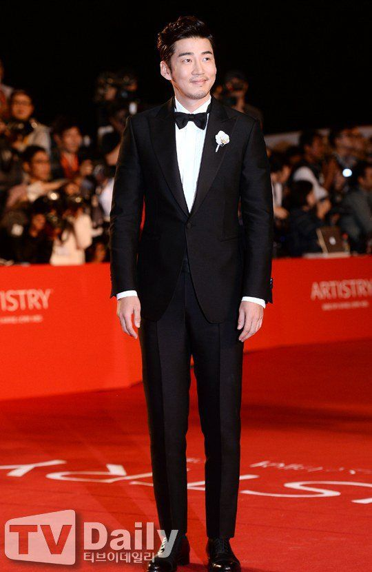 [Photos] 19th Busan International Film Festival Red Carpet Actors @ HanCinema :: The Korean Movie and Drama Database