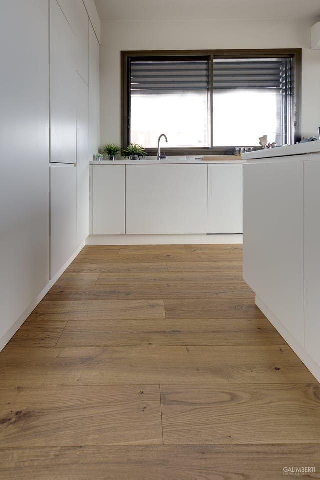 cucina bianca con parquet di rovere anticato nel 2019 ...