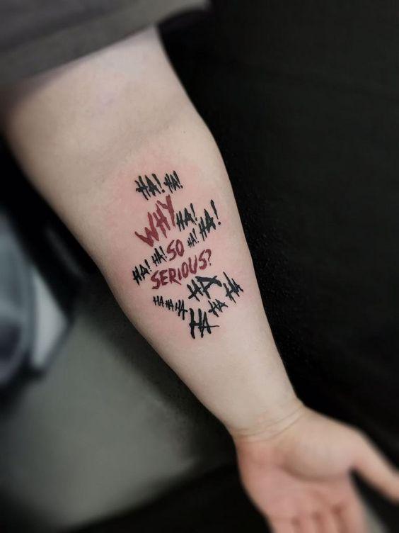 Tätowierungs-Zitate für Männer – kurze u. Bedeutungsvolle Zitat-Tätowierungen für Kerle