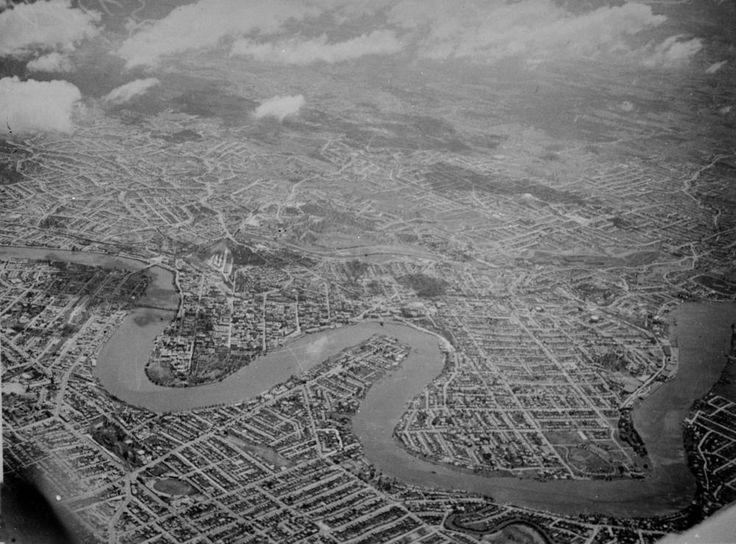Aerial view of Brisbane, Queensland, ca 1936 - Aerial view of Brisbane, with the Brisbane River separating north and south Brisbane, around 1936.