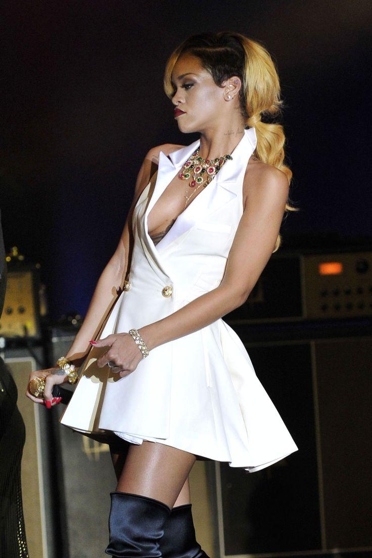 Rihanna upskirt in concert