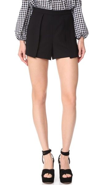 ALICE AND OLIVIA Larissa Shorts. #aliceandolivia #cloth #dress #top #shirt #sweater #skirt #beachwear #activewear