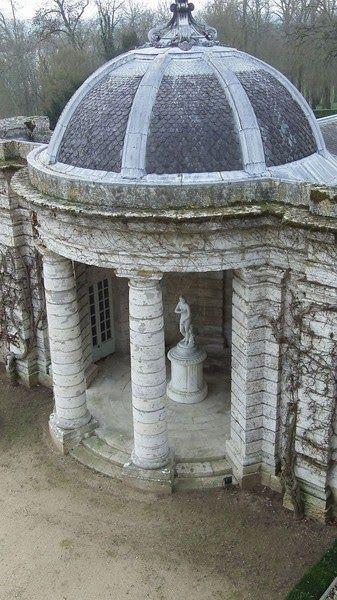 Château de Menars Temple
