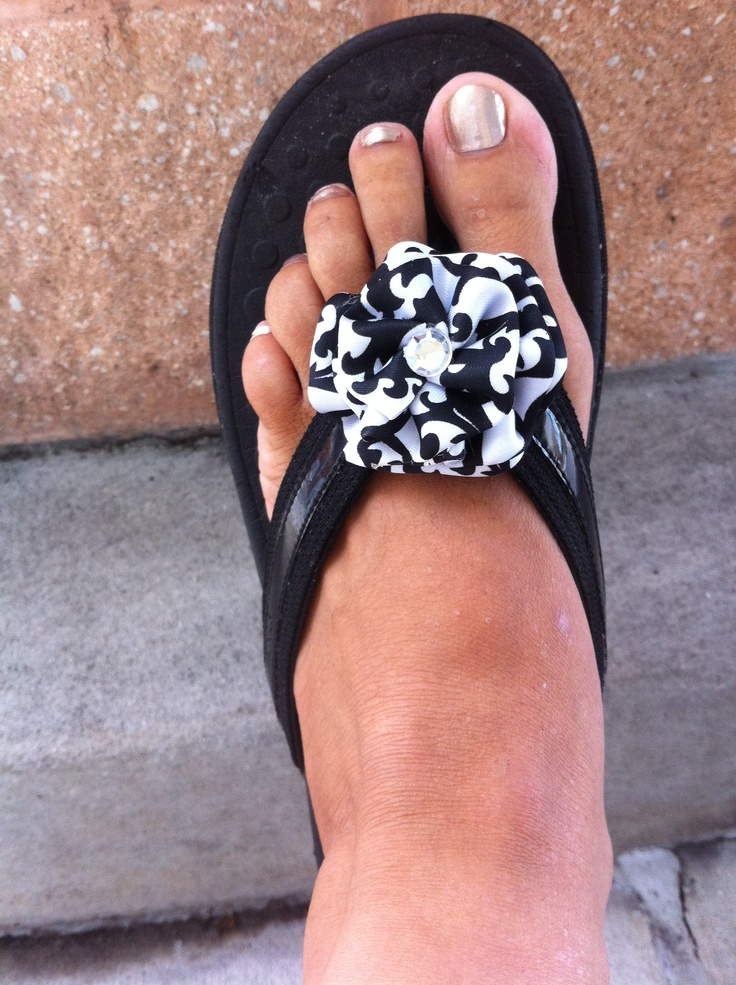 Love this flip-flop bling from AC Designs, AC Designs (http://www.etsy.com/shop/agcarmona)