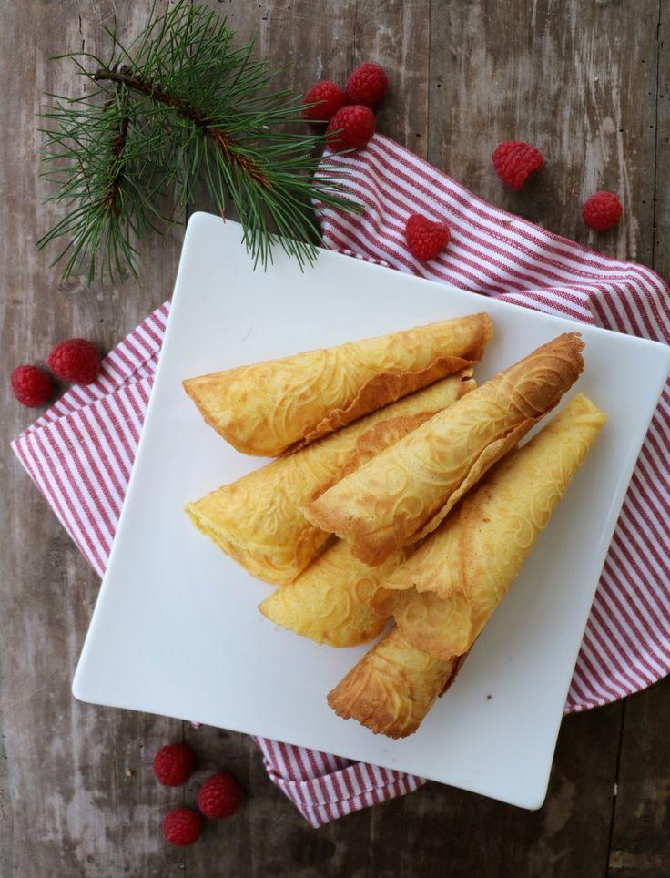 Hei alle sammen! Oppskrift på sukkerfri krumkaker har vært ekstremt etterspurt i år. Idag deler eg endelig oppskrift! Krumkakene blir sprø, søte og gode – håper det frister: Sukkerfri krumkaker, 15-20 stk 2 egg 60 g sukrin gold 20 g sukrin+ 100 g ekte smør, smelta og avkjølt 100 g hvete/speltmel 1/2 ts kardemomme 3 …