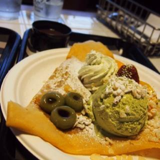 Matcha fresh fruit @ Vanilla crepe cafe