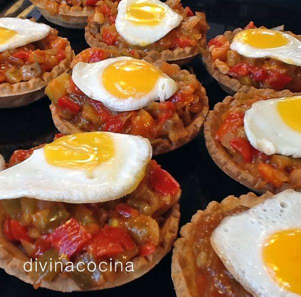 Para 12 tartaletas: Media cebolla - 1 pimiento verde – 1 tomate mediano – 3 dientes de ajo – 1 calabacín pequeño - 12 huevos de codorniz - 12 tartaletas de pasta brisa o sable (las de hojaldre se humedecen mucho, pero puedes usarlas si las vas a servir al momento) – Aceite de oliva virgen extra, sal y pimienta
